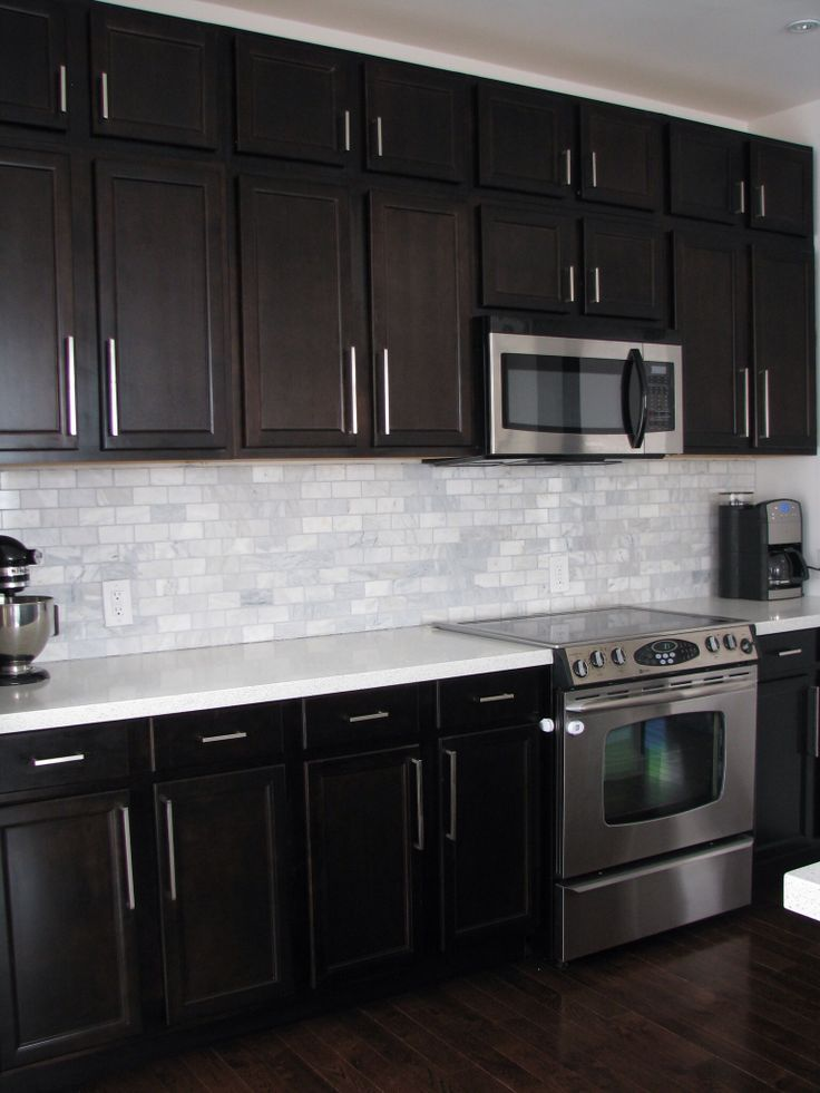 Kitchen Backsplash Design with Dark Cabinets