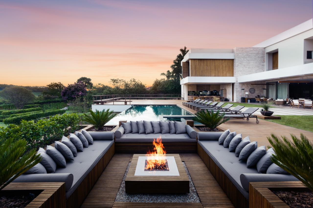 Elegant Outdoor Fire Pit
